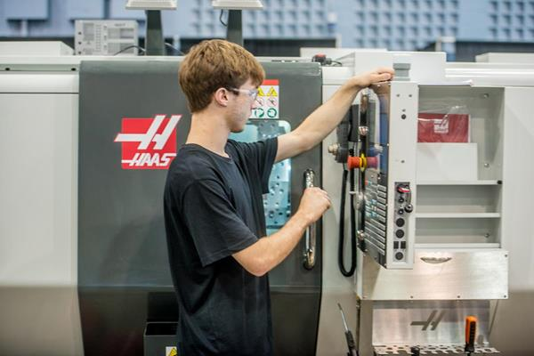 THE GENE HAAS FOUNDATION AND THOMAS SKINNER RENEW THEIR PARTNERSHIP WITH SKILLS/COMPÉTENCES CANADA